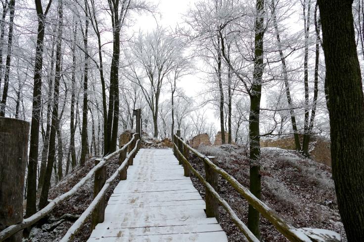 most vedúci k obišovskému hradu