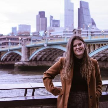 dievča v londýne